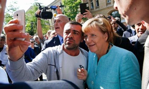 Merkelmigrantselfie